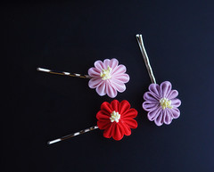 3 winter chrysanthemums 2 (Bright Wish Kanzashi) Tags: tsumami zaiku kanzashi silk dyed handmade tsumamizaiku tsumamikanzashi japanesetechnique flowers handdyed bespoke hanatsukuri цумами канзаши 簪子 instaart supportartists 手作り customorderswelcome etsyseller hairpin オーダーメイド 手染め ハンドメイド 伝統工芸 つまみ細工 簪 コーム ヘアアクセサリー winterflower chrysanthemum winterchrysanthemum purple pink red bobbypin hairgrip brightwishkanzashi