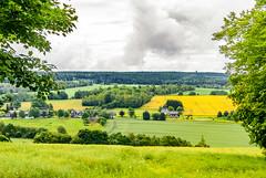 Lehesten Ortsausgang (zimmermann8821) Tags: berge deutschland feld gebäude landwirtschaft lehesten07349 naturlandschaft ortschaft sommer wiese