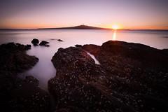un premier rendez vous (Ludo B.) Tags: sun water landscape new zealand auckland sea light winter sunrise devonport krarkin rangitoto island volcano