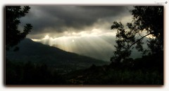 Knockin' on heaven's door (tiggerpics2010) Tags: cloud light sunray sunbeam