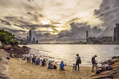 Casuseway Bay, Hong Kong (mikemikecat) Tags: casusewaybay 銅鑼灣 sea sony a7r sunset twilight 黃昏 cityscapes clouds colorful fe1635mm sel1635z mikemikecat victoriaharbour 天空 cloudy people