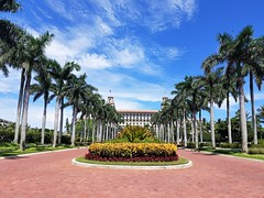 The Breakers Palm Beach (Helenɑ) Tags: henryflagler thebreakers historic hotel palmbeach florida unitedstates palmtrees architecture