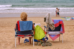 Veranito  EXPLORE July 18th, 2017 (Micheo) Tags: sonríe smile pram carrito relax butacas sand arenal beach summertime gente playa cadiz explore ok best