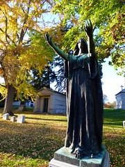 P1060815 (amiterangi1) Tags: woodlawncemetery autumn cemetery woodlawn