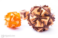 Origami Sonobe (Maria Sinayskaya) Tags: ae41y2 dualsidecoloredpaper folded jongienara kamipaperduocolorcolor kusudama mariasinayskaya modularorigami origami origamisonobe square мариясинайская