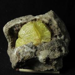 Кристалл Самородной Серы и Кальцит в полости (Каталог Минералов) Tags: минералы камень кристалл самородной серы и кальцит в полости mineral stone