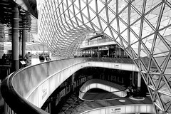 IMG_4962 (Holgi_BS_63) Tags: myzeil frankfurt hessen germany deutschland city stadt indoor street elevator