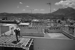 dancer on the roof (pepe amestoy) Tags: blackandwhite streetphotography people tetouan morocco fujifilm xe1 voigtländer color skopar 421 vm m mount