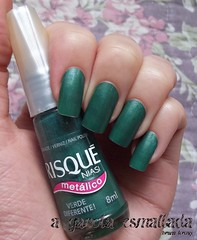 Esmalte Verde Diferente, da Risqué. (A Garota Esmaltada) Tags: agarotaesmaltada unhas esmaltes nails nailpolish manicure green verde metálico risqué verdediferente