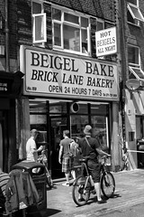 Beigel Bake (@WineAlchemy1) Tags: beigelbake 247 bricklane london spitalfields shoreditch streetfood eastlondon borisbike food eating blackandwhire blackwhite bicycle