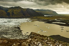 Four Worlds in One Picture (micheledibitetto) Tags: four worlds picture landscape paisaje white brown clouds nubes glacier plains iceland skaftafell lake green