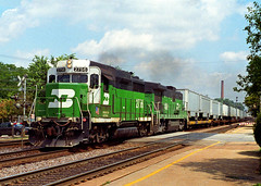 Interesting BN Duo (Erie Limited) Tags: burlingtonnorthern hinsdaleil racetrack emd gp39e gp30 tofc train railfan railroad