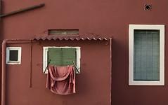 Roba estesa al carrer Entença, Barcelona (heraldeixample) Tags: heraldeixample bcn barcelona catalunya catalonia cataluña catalogne catalogna espanya spain españa arquitectura architecture architekture pensaernïaeth 架构 arkitektur architettura สถาปัตยกรรม arkitettura roba ropa clothes robaestesa ropatendida hangclothes finestra ventana window