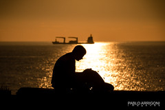 Reading at the sea (Pablo Arrigoni) Tags: chile south america latin sea mar oceano man hombre shadows shadow atardecer sunset beach playa read leer boat barco sun sol reflejo reflect tarde afternoon canon eos eos70d 18135 daylight day día luz light outside outdoor viña del trip viaje seated sentado color colors colores colours