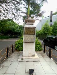 Plakat Rumah Sakit Surabaya (Everyone Sinks Starco (using album)) Tags: surabaya jawatimur eastjava monumen monument