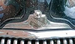 1947 Buick 41 Special (crusaderstgeorge) Tags: crusaderstgeorge cars classiccars 1947buick41special 1947 buick 41 special americancars americanclassiccars americancarsinsweden chrome emblem gävle gävleborg sweden sverige