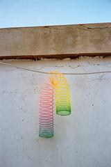 rainbow (A l e _ J a n d r a) Tags: es un rainbow juguete de los años 80 pero mola mucho como gusano con colores y esta foto la hice en sesion el gato que no salio muy bien bueno lo intenté molaba cielo eso colors gradient degradado divertido analogue olympus mju ii o contax t2 me acuerdo barcelona sky azul amarillo naranja rosa verde pastel empastelado empolvado green yellow pink fluor blue
