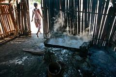 Salt making in Ulmera - 17-09-09-14 (undptimorleste) Tags: timorleste hard labor pans salt seaseaslat ulmera woman women work
