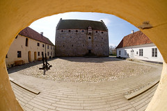 Glimmingehus (Håkan Dahlström) Tags: 2017 architecture castle glimmingehus medieval photography skåne slott sweden yard österlen hammenhög skånelän xt1 f10 1950sek 8mm uncropped 11909042017115817 1531 se