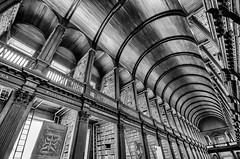 Dublin; Trinity College (drasphotography) Tags: dublin ireland trinity college university library architecture architektur monochrome monochromatic monotone drasphotography irland blackandwhite bw schwarzweis bianconero