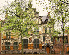 Gothic House, Oude Delft, Netherlands (Sally E J Hunter) Tags: delft netherlands holland house gemeenlandshuisvandelftland gothic huis oudedelft
