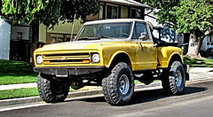 Classic Chevy 4X4 (Eyellgeteven) Tags: chevrolet chevy chev gm generalmotors generalmotorscorporation gmc 4x4 fourwheeldrive pickup pickuptruck truck classic vintage vehicle 12ton k10 1960s 1967 twotone yellow white stepside lifted bigtires rollbar shortbed shiny nice old eyellgeteven madeinusa americanmade survivor dailydriver