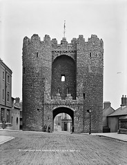 Laurence's Gate, Drogheda, Co. Louth (National Library of Ireland on The Commons) Tags: robertfrench williamlawrence lawrencecollection lawrencephotographicstudio thelawrencephotographcollection glassnegative nationallibraryofireland stlaurencesgate drogheda colouth easterngate townwall fortifications gate saintlaurencegate barbican countylouth