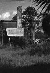 Salem Motel (PositiveAboutNegatives) Tags: leica leitz leicaflexsl slr 60mmelmarit yellowfilter film analog fomapan fomapan200 aristaedu rodinal standdeveloping hotel motel abandoned closed empty deserted vacant derelict coolscan nikon9000scanner salem florida