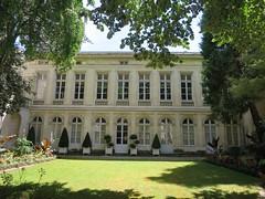 Quel est ce lieu? Il s'agissait du Musée du Nouveau Monde, ancien Hôtel de Fleuriau (XVIIIe), à La Rochelle (17) (Yvette G.) Tags: quelestcelieu larochelle charentemaritime 17 poitoucharentes nouvelleaquitaine musée muséedunouveaumonde hôtelparticulier hôteldefleuriau