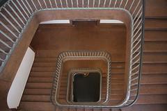 Bendlerblock (Elbmaedchen) Tags: staircase treppenhaus stairs stufen berlin architektur architecture lines curves geländer railing downstairs