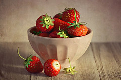 Fresh Strawberries 🍓 (Through Serena's Lens) Tags: delicious 52stilllifes stilllife macrodesserts light tabletop strawberries fruits red fresh bowl pink texture closeup