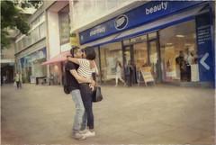 Sharing a kiss in Notting Hill (Bernard Schul) Tags: nottinghill london uk