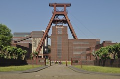 Essen Zollverein (Phil Beard) Tags: essen zollverein colliery pithead industry ruhrgebiet germany