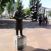 Koos Speenhoff & Santa Claus (Odddutch) Tags: rotterdam statue standbeeld koosspeenhoff paulmccartney santaclaus kabouterbuttplug buttplug eendrachtsplein