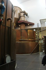At the Texel brewery. (Davydutchy) Tags: texel oudeschild eiland island insel île noordholland nederland netherlands niederlande paysbas texelse brouwerij brewery brauerei pivovar bier beer bière pivo cerveza beoir пиво biero bir øl μπύρα sör بيرة בִּירָה koper copper brouwketel ketel june 2017