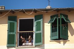 Tintarella domestica (Roybatty63) Tags: nikon d80 portovenere finestra tintarella sole abbronzatura streetphotography street finestre