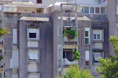 123 - Croatie, Ploče, sur le port, Ul Vladimira Nazora (paspog) Tags: ploče croatie croatia building gebäude bâtiment mai port hafen may 2017