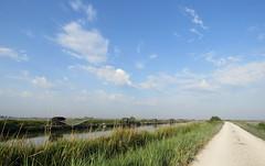 IMG_0008x (gzammarchi) Tags: italia paesaggio natura ravenna santalberto passoprimaro parcodeltadelpo voltascirocco strada stradabianca fiume canale nuvola