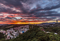 Firing Clouds 夕陽照灼赤城霞 (Sharleen Chao) Tags: cloudy afterglow sunset urban cityscape taipei101 101 taiwan taipei cloudfire skyline canon canoneos5dmarkiii landscape nopeople horizontal 夕陽 台北 台北101 軍功山 longexposure 中埔山 anticrepuscularrays 霞光 反雲隙光 capitalcity panorama locallandmark