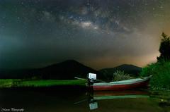宁静的湖泊 (Marcus Lim @ WK) Tags: milkyway milky lake lakeside landscape boat mountain cloudy nikon tokina
