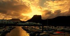 Puerto de Las Nieves. Agaete. Gran Canaria (☮ Montse;-))) Tags: agaete grancanaria canaryislands atlántico mar reflejos rocas lasnieves puerto nubes atardecer sunset clouds sea barcos pescadores