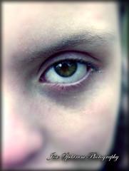 luz de mis ojos (josespektrumphotography) Tags: ojos desenfoque primerplano mujer modelo arte josespektrumphotography joseluisg luz ojosverdes jotasdelluvia