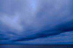 Au large (pi3rreo) Tags: mer sea bleu océan atlantique extérieur fujifilm fujinon xe2 nuages clouds chatelaillon charente maritime cielsky sable plage orage thunder ligne horizon nature seascape