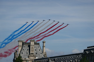 French military jets fly over the Louvre, streaming the French colors - Explored!