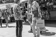 VIC Street. Manos que hablan-2 (Pedro Ruiz L) Tags: street photograpy callejera canarias vic zaragoza calle tradiciones sevillanas mercado urbana
