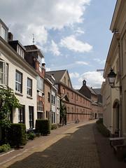 Den Bosch - Sint-Jacobstraat (grotevriendelijkereus) Tags: den bosch hertogenbosch city town stad centrum center noord brabant holland netherlands nederland street straat steeg alley alleyway binnenstad