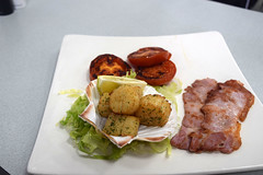 DSC_8098 London Bus Route #135 Billingsgate Fish Market Ali Cafe Scallops and Bacon Breakfast Highly Recommended (photographer695) Tags: london bus route 135 billingsgate fish market ali cafe scallops bacon breakfast