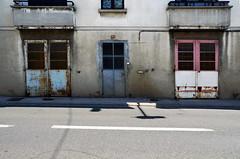 (Jean-Luc Léopoldi) Tags: moche route portes doors sinistre soleil