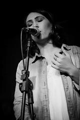 (Valéria Felix) Tags: live music bw pb blackandwhite show stage musical light sonido livephotography scene singer