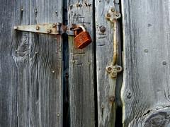 28/52 -- Locked (Pandora-no-hako) Tags: project52 barn lock door wood nails rust old decay ruin pittsboro indiana 2017 latch